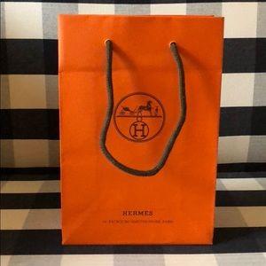"""Hermes Bags - Hermès shopping bag - new!! 9"""" x 6"""""""